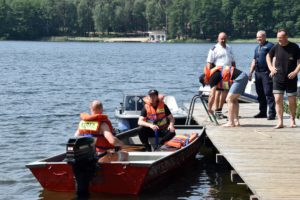 Ćwiczyli na jeziorze